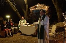 2014.01 Kalifornia_Msza pod kapliczka ks Dariusz Marczuk (siedzi) ks. Robert Wawer (mowi kazanie)