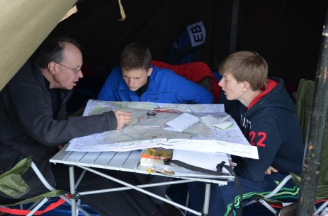 2014.07 Ten Tors 1 - Kierownik, kapitan i nawigator planuja trase
