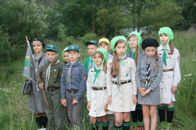 2015.08 Wolyn - ZdolbunowskaGZ Lesni przyjaciele na apelu