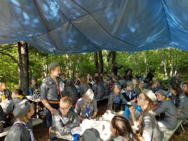 W jadalni - obóz KORZENIE 2018